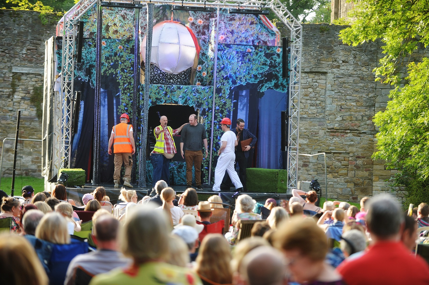 Oddsocks perform A Midsummer Nights Dream in Workington